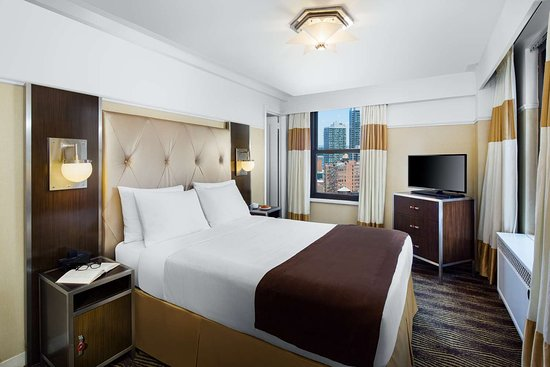 The New Yorker Hotel: Guest room