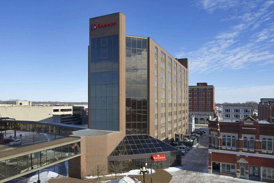 Ramada by Wyndham Waterloo Hotel and Convention Center : Welcome To The Ramada Waterloo