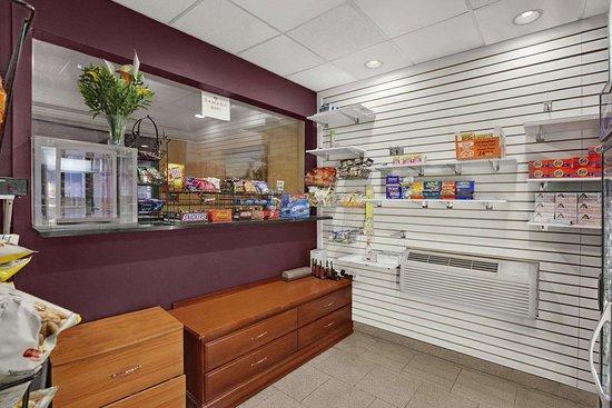 East Orange, Нью-Джерси: Ramada Store