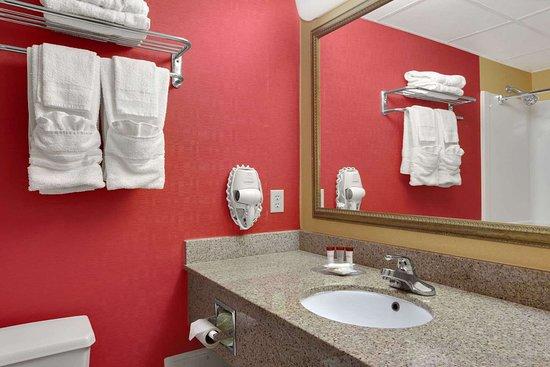 East Orange, NJ: Bathroom