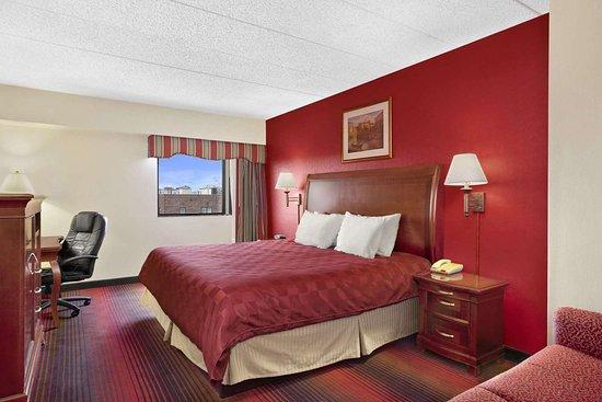 East Orange, NJ: Standard King Room