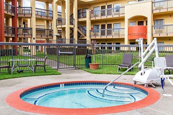 Comfort Inn & Suites San Francisco  Airport North: Outdoor hot tub
