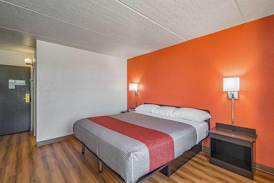 Motel 6: single