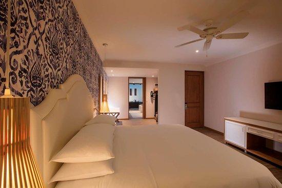 Hilton puerto vallarta resort desde 3 759 jalisco for Media room guest bedroom