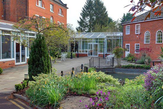 Aspley Guise, UK: moore place hotel grounds and hotel