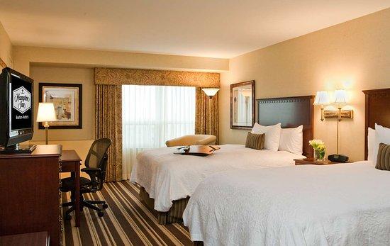 Hampton Inn Boston-Natick: Guest room