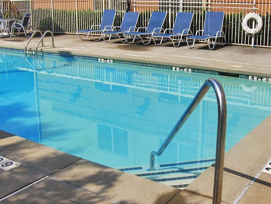 Extended Stay America - St. Louis - Westport - Craig Road: Swimming Pool