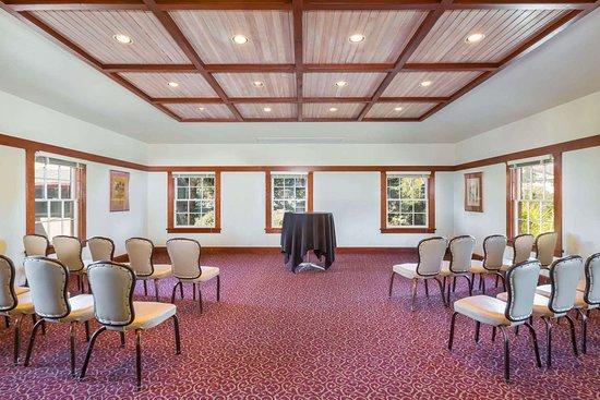 Wyndham Garden Ventura Pierpont Inn 19