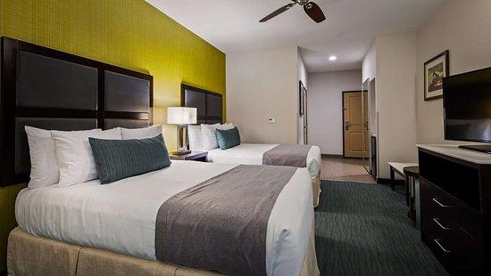 Taft, CA: Two Queen Bed Guest Room