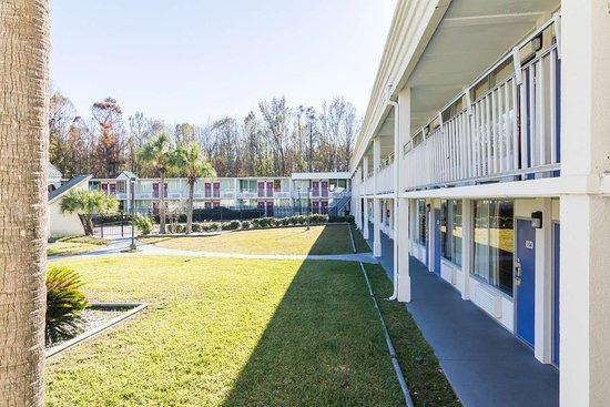 Motel 6 Townsend: exterior