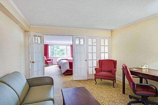 Seekonk, MA: 2 Double Bed Suite
