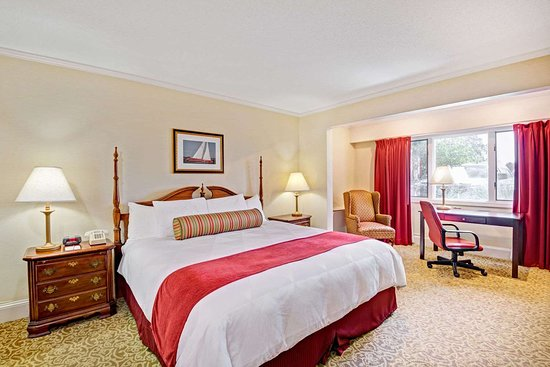 Seekonk, MA: 1 King Bed Room