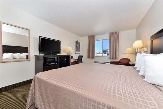 Stuart, IA: One King Bed Guest Room