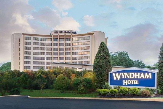 BEWARE OF BED BUGS! - Review of Wyndham Philadelphia - Mount