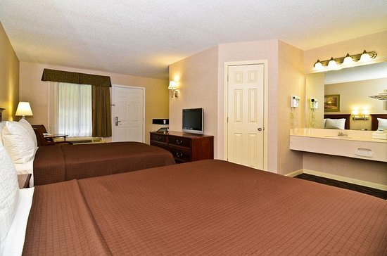 Jackson, AL: Spacious double room with one full &