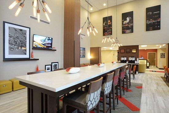 Hampton Inn & Suites Cincinnati / Kenwood