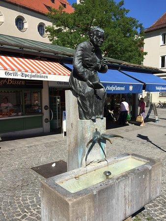 Elise Aulinger Memorial Fountain: Elise Aulinger Brunnen