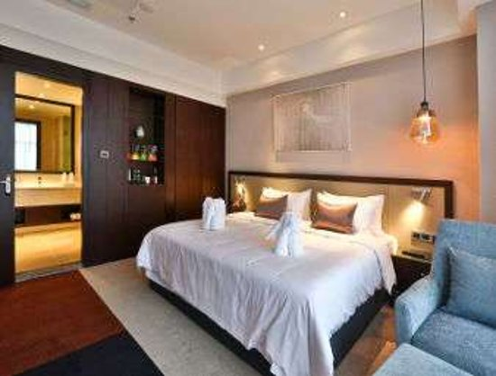 Guanghan, China: One King Bed Room