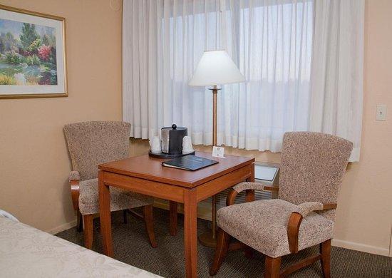 Cottonwood, AZ: Standard Guest Room Seating Area