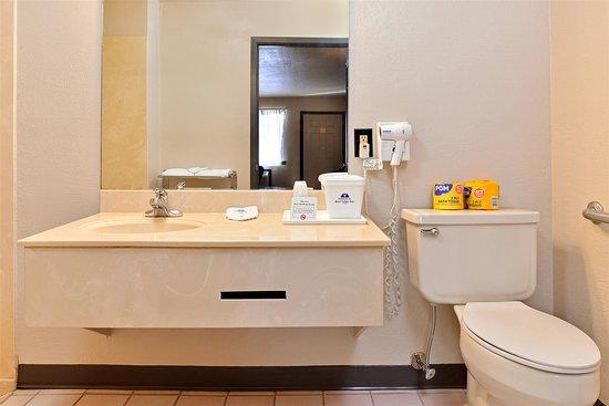 New Boston, TX: Guest Bathroom