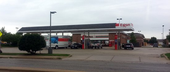 front of 7-Eleven with Exxon gas pumps - Picture of 7-Eleven
