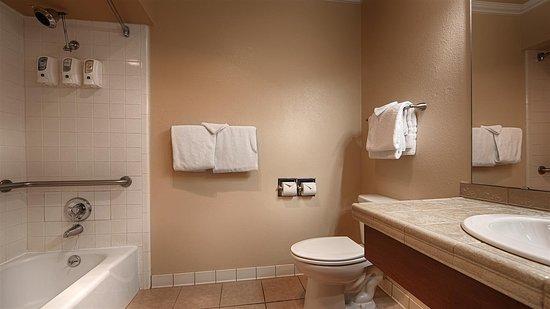 Best Western Miner's Inn: Guest Bathroom