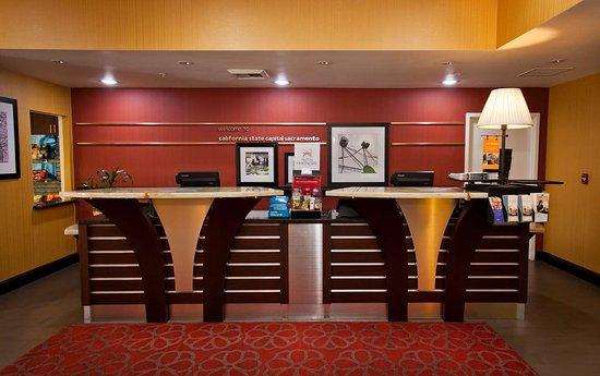 Hampton Inn & Suites Sacramento-Cal Expo: Reception