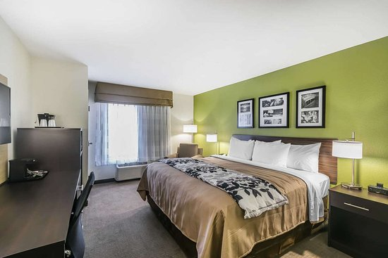 Columbia, KY: Guest room with king bed(s)