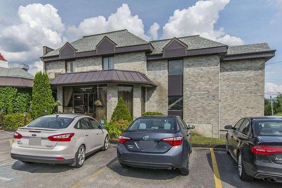 Quality Hotel & Suites: Hotel exterior