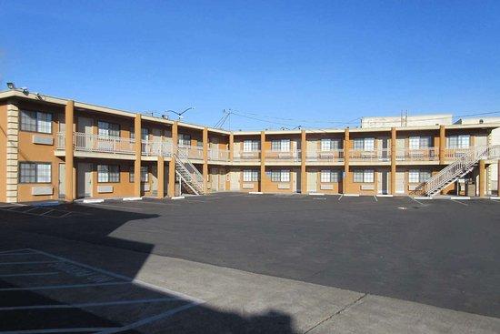 ซานพาโบล, แคลิฟอร์เนีย: Hotel exterior