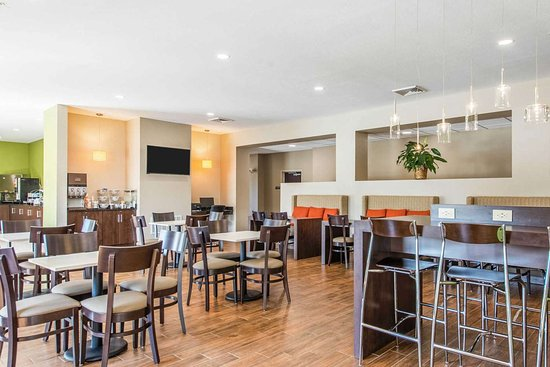 Galion, OH: Enjoy breakfast in this seating area