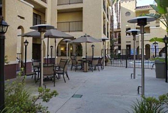 Moreno Valley, CA: Outdoor Pool Patio Area