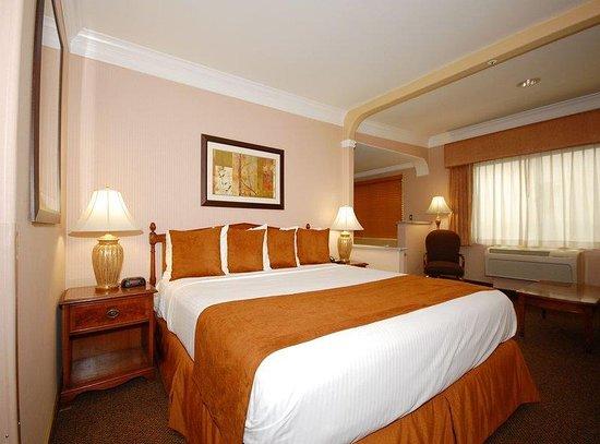 Inglewood, CA: King Bed Guest Room