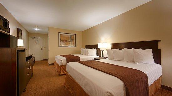 Porterville, Californien: Two Queen Guest Room
