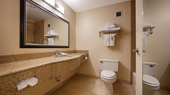 Porterville, CA: Bathroom