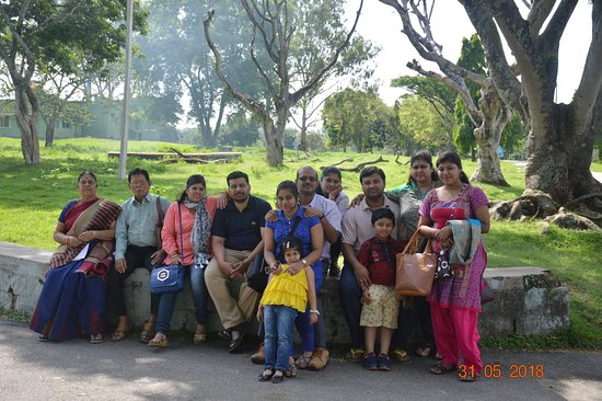 Bandipur National Park, Indien: enjoying group at bandipur forest guest house