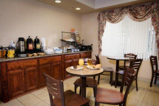 Best Western Exeter Inn & Suites: Breakfast Area