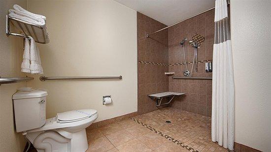 Firebaugh, Kalifornia: Mobility Accessible Bathroom