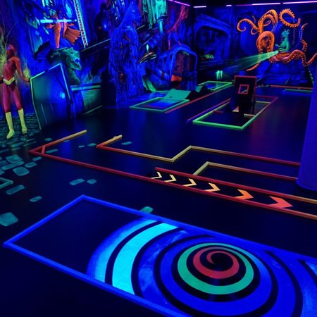 3D Schwarzlicht Minigolf Bensheim