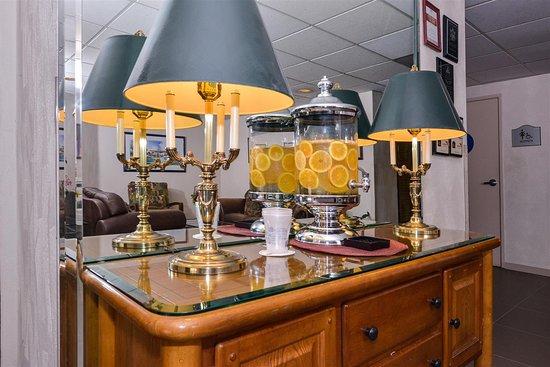 Best Western Plus Thousand Oaks Inn Lobby