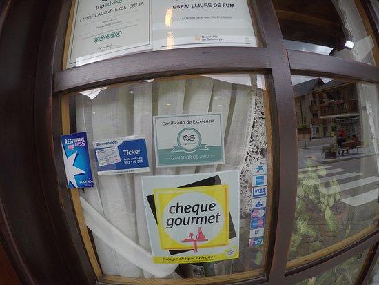 Restaurante Juquim: על דלת המסעדה - מדבקת TRIP ADVISOR - המעידה על מצויינותה של המסעדה