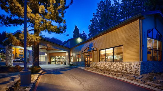 Best Western Plus High Sierra Hotel: Front Entrance