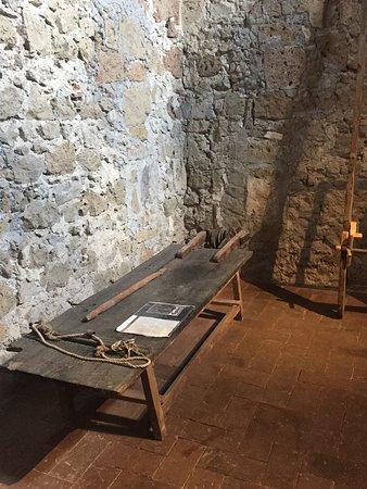 """Museo di Palazzo Orsini: Il """"letto di Procuste"""" per torturare i nemici"""
