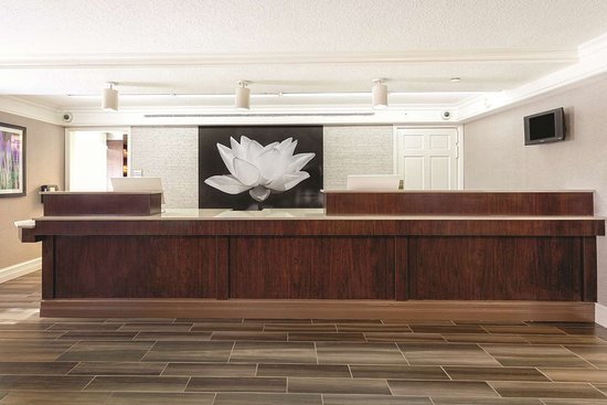 la quinta inn miami airport north 95 1 2 2 updated. Black Bedroom Furniture Sets. Home Design Ideas
