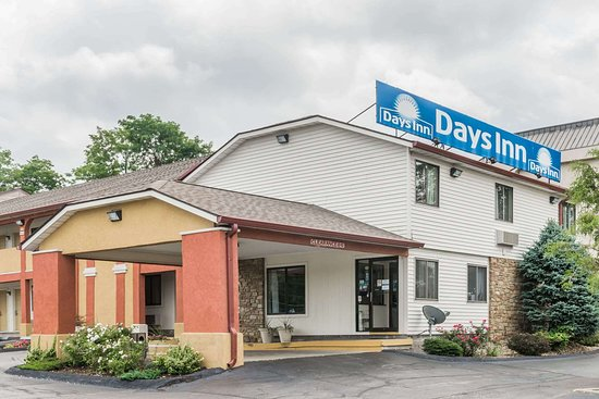 Days Inn by Wyndham Bloomington: Welcome to the Days Inn Bloomington