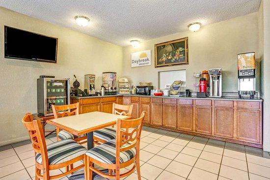 Hernando, MS: Breakfast Area