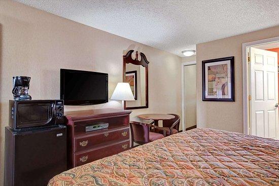 Ridgefield, NJ: 1 King Bed Suite