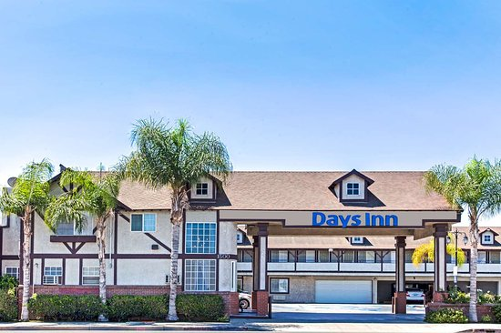 Days Inn by Wyndham Long Beach City Center Hotel