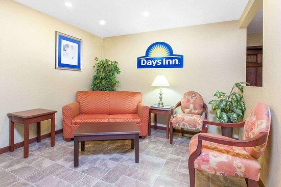 Days Inn by Wyndham Maumee/Toledo: Lobby