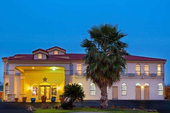 Days Inn By Wyndham San Antonio Northwest Seaworld 50